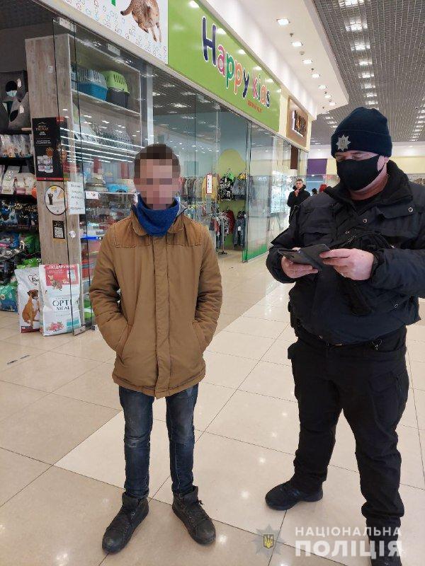 В Запорожской области полиция вернула пропавшего сына матери,